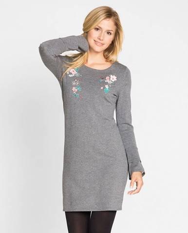 Pletené šaty s vyšívkou
