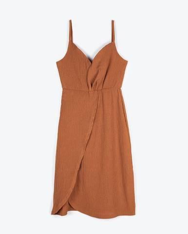 Štruktúrované šaty