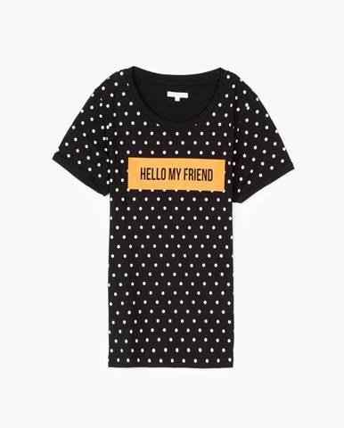 Bodkované tričko s nápisom