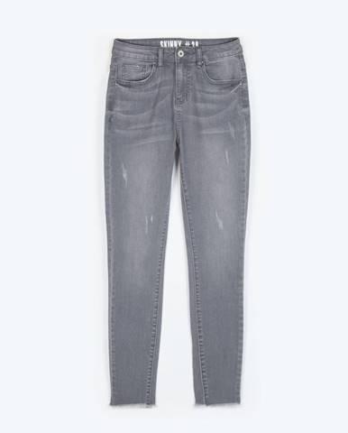 Džínsy skinny s neopracovaným spodným lemom